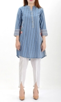 Shirt with embroidery and side pockets Pearls and silver buttons on placket Embroidered cuffs with buttons