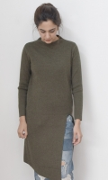 Round neck long sweater with slit on front  SIZE