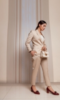 Our boss babe is a two-piece power suit having single button closure fit skimming blazer rocking a notch collar and tailored lapel with two wide front pockets. High-class tapered fit pants with front side pockets.