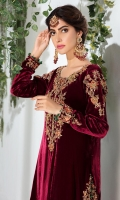 This luxurious maroon velvet long shirt is heavily embellished with zardoze and resham work. Paired with worked pants and dupatta.