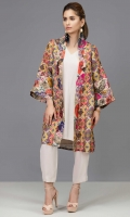 Printed Indian cotton net coat accompanied by a grip silk inner shirt and capri pants in beige