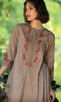 YARN DYED EMBROIDERED FRONT OPEN SHIRT WITH BOTH SIDE GATHERS BOAT NECK WITH BUTTONS ON SLIT STRAIGHT SLEEVES