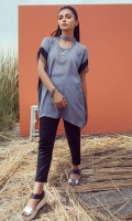 Grey tunic with band collar and cape sleeves with hanging lace