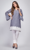 Yarn-dyed straight shirt with embroidered hem.  Y-neckline with pearl finishing. Bell sleeves with slit.