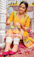 Crisp Yellow Lawn Kameez with floral embroidered chatta, charma dori neckline with traditional sheesha kaam overlaped with saffron resham thread. Bolero bodice, daaman and sleeves cuffs with digitally printed pure silk adorned with embroidered rose gold lace, mirror work, diamante studs and textured details. Paired with cotton shalwar in white ( 2 PC STITCHED)