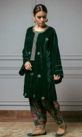 Loose panelled green velvet kurta with embroidered boti and intricate neckline on the front and delicate sleeve details. The kurta is paired with a beautiful vintage green floral print tapered shalwar adorned with gold